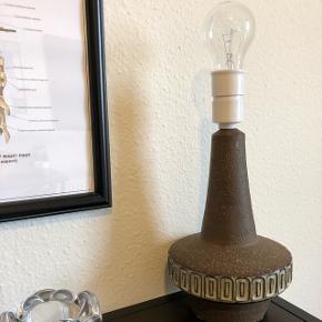 Fed retro bordlampe fra Michael Andersen. Virker som den skal og den kan købes med lampeskærm 💡🔌