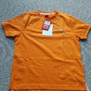 Orange T-shirt str ca 140 Helt ny  Fra røgfrit og dyrefrit hjem
