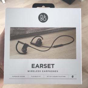 Trådløse bluetooth b&o høretelefoner. Stadig med plastik om pakken, altså aldrig blevet taget i brug. Jeg tager imod seriøse bud.  B&O's pris 2299 set til 2195kr på nettet.