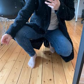 Frakke fra suit den er sådan lidt nusset i soffet men det er sådan sådan den er købt men den fejler ikke noget ellers