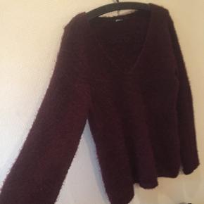 Dejlig blød strik fra Gina TricotLav din egen tøjpakke, 10 dele for 100kr, ellers er det nuværende pris der gælder