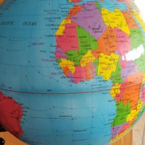 Globus lampe. Ø er ca 30 cm. 190 cm ledning