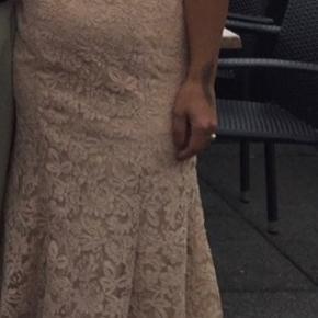 Brugt 1 gang meget smuk kjole