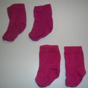 Varetype: Strømper Størrelse: 15-17 Farve: Pink  2 par Melton strømper i en flot pink farve.  Standen er i den gode ende af gmb - vasket få gange.   10,- pp