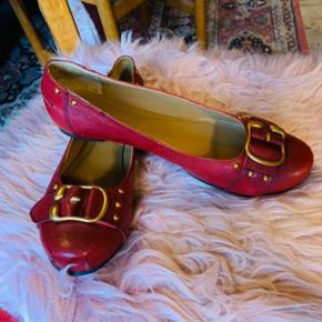 Flade flotte sko fra Cashott i en fin bordeaux farve.  Aldrig brugt. God komfort. Lækker forarbejdning.