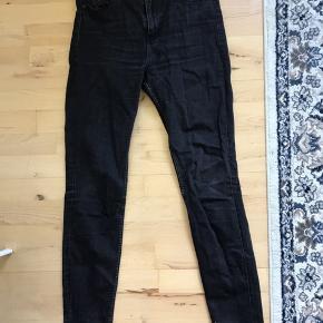 Fine jeans fra Monki. De er ikke helt så sorte, som de har været, men ellers fejler de ikke noget.