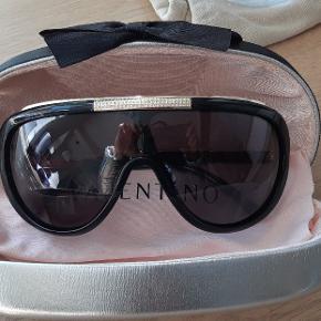 Valentino mask solbriller med sin etui og klude