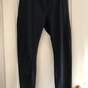 Bukser str 28 De er sorte og blå