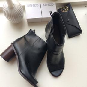 Fine støvler fra H&M. 🎈Brugt to gange og derfor i super fin stand 🎈  Se også mine andre annoncer 🍍