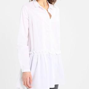 Ny skjorte Moss Copenhagen. Aldrig brugt og stadig med prismærke. Nypris: 380 kr Mindste pris: 300 kr Kan afhentes i Aarhus eller afsendes (køber betaler fragt)