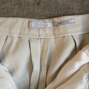 Super fine råhvide bukser... italiensk str 46 men svarer til ca str38 ..75%acetate 20% nylon 5% elastane