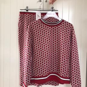 Fint sæt fra kollektionen H&M x GP & J Baker  Nederdel: str L Bluse: str M  Sælges samlet til: 300 kr  Sælges også enkeltvis: Nederdel: 200 Bluse: 200