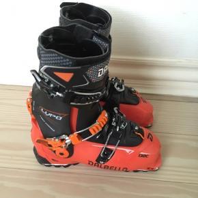 Dalbello Lupo 130C. Top skistøvle med funktion til hike. Den har kun været brugt et par gange i resort. Standen er god.  Størrelse er 25,5