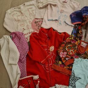 God tøjpakke med kjole, fleecedrGt, bluser, bodystockings, strømper, badebukser mv. Brugt til 1 barn. Fra ikke rygerhjem. Samlet