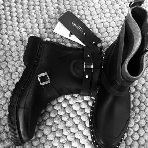 Super lækker gummistøvler - er i Org kasse  Aldrig brugt -  Str 41 - men en str 40 kan godt passe dem  Mp 750 pp