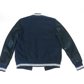 Lækker læder Diesel jakke. Der står str. M men den passer bedst en S.