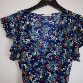 Beautiful flowy floral dress from New look. Never worn. 🔥 Size: S
