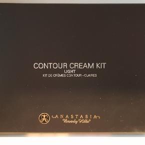 Anastasia Beverly Hills Contour Cream Kit i light  Aldrig brugt!