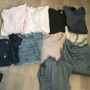 Tøjpakke med 10 overdele ( striktrøjer, sweaters og cardigan )Alle dele passer S/M  Desværre har den ene rosa farvet Sweatshirt fået noget farve på😩 Se sidste billede..     Alle 10 dele sælges samlet for 175,- Ellers er det 50,-pr del