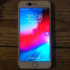 Sælger iPhone 6s plus 16gbDer er flænger på skærm og brugsridser på bagsiden. Homeknap og fingeraftryk virker ikke.  Udover det, så virker den HELT upåklageligt og alle andre funktioner fungere optimalt, såvel som kamera og skærm touch.  Bud starte ved 700.  (Skal hentes i Aarhus, eller sendes imod købers regning.)