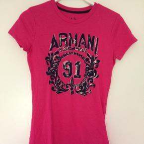 Armani t-shirt - aldrig brugt   Xs  Sendes på købers regning eller kan afhentes