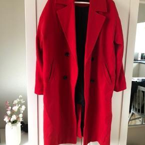 Fineste jakke i rød fra Vero Moda i størrelse S. Brugt 3-4 gange og fremstår derfor som ny