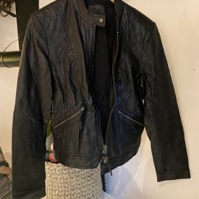 Skind jakke, brugt få gange. Mærke ukendt.