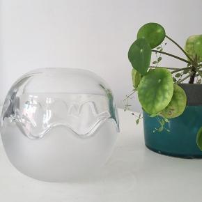 Super lækker glas kuppel skål fra #holmegaard // super smuk til smykker eller nøgler ☀️ 75kr // virkelig smuk med bølget kant