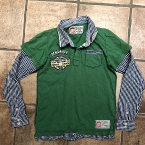 Super fed bluse i str. 12 år med flotte skjorte detaljer. Den er brugt men er uden slid, huller eller pletter. Fin og pæn stand.  #30dayssellout pris: 50 kr. Pp