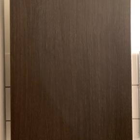 Badeværelsesskab fra Ikea i målene 40x21x64 cm.  Står som nyt.