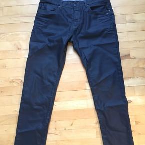 Flotte sorte SAND jeans str. 34/32. Stoffet er en smule skinnende