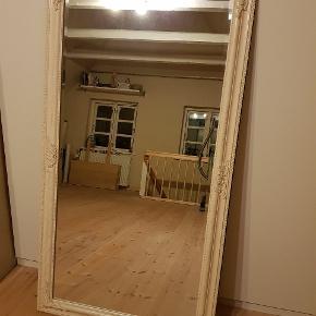 Stort flot facetslebet spejl, ca. 130x72. Ser ud som nyt.