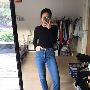 Super fede jeans fra Monki i modellen kimono, som virkelig minder om Levi's 501. Str.26/30
