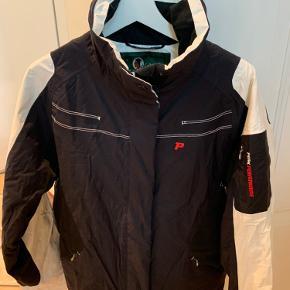 Kun brugt som ski jakke ( 3x1 uge )
