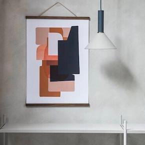 Ferm Living Wooden Frame billedramme i røget eg med læderstropper 🌺  Størrelsen er large (51x2 cm) 🌺