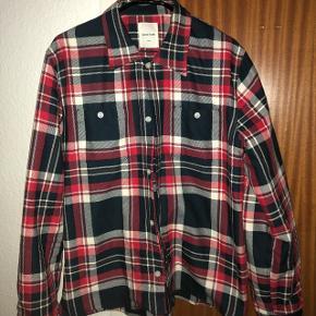Wood Wood layer-skjorte Str M, men fitter L-XL  Cond 8/10  Mp 700 Bin 1100