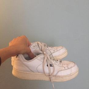 Nike sneakers  size 41 (small) fits for 39/40 Ok condition, very comfortable 💫