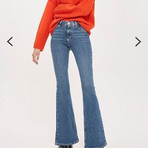 Str 26/30  high rise, flared jamie jeans in mid blue power stretch denim. 93% Cotton,5% Polyester,2% Elastane.  Byd;)