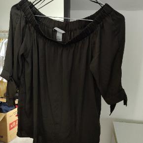 Super fin bluse, dog er der løbet et par tråde 🌸🌼