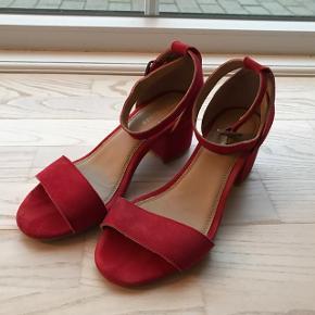 Røde høje sandaler. Brugt 1 gang svarer til str 38 1/2.