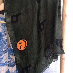 Super blødt tørklæde fra Mads Nørgaard 🙌 Det er aldrig blevet brugt.