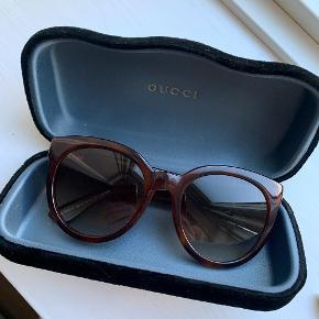 Flotte velholdte gucci solbriller, klassisk model