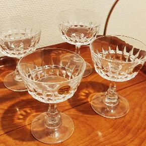 4 Franske Champagne skåle i flot krystal uden skader. Højde 12,5 cm