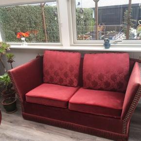 Virkelig fed retro fløjls sofa, med tilhørende silkepuder.