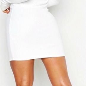 Mega lækker kjole fra boohoo sælges da den desværre er for lille til mig. Kjolen er en størrelse small, og prisen er fast! Mp: 150 kr. Skriv pb for nærmere info😊