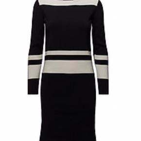 Fine sort og hvid strik kjole. Brugt 1 gang - er nærmest som ny.