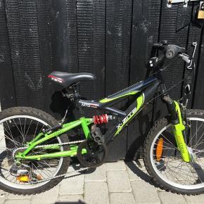 Cyklen er i meget god stand, og brugt minimalt.  Kvittering haves, og en ekstra stang til at kunne hæve sædet.