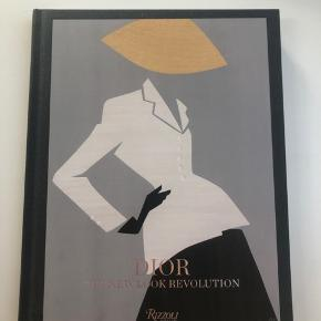 """Aldrig brugt. Coffee table book - """"Dior The New Look Revolution""""."""