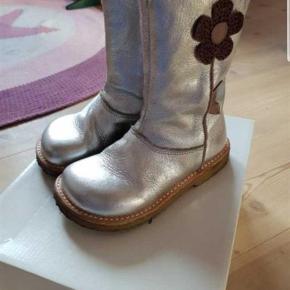Varetype: Støvler Farve: Sølv