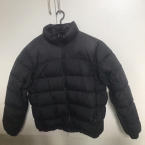The North Face Nuptse II   Sælges udelukkende kun pga. den er for stor! Brugt få gange over én vinter.